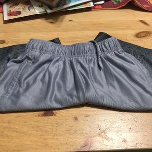 Boys Old Navy Go-Dry shorts, size S (6/7)